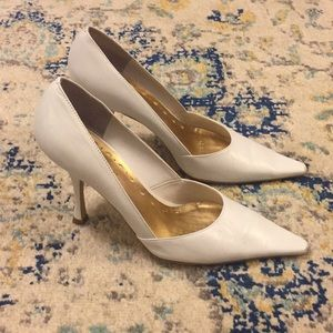 BCBG—BCBGirls White Leather Pointed Toe Pumps